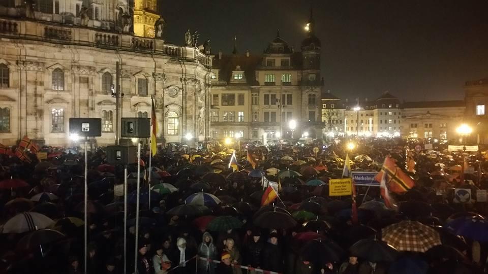 Pegida pulls large crowd, talks expansion on a rainy ...  Pegida pulls la...